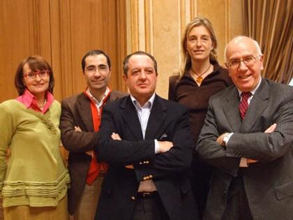 A gauche Elisabetta Arno, à droite Antonio Centi, pdt de l'association des communes italiennes