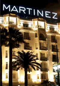 L'Hôtel Martinez dévoile sa façade rénovée