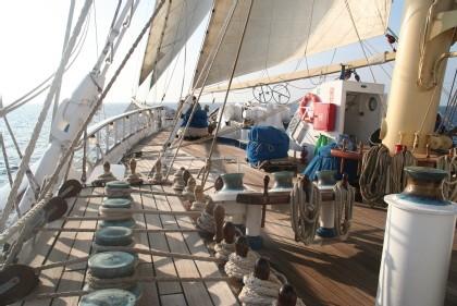 Le charme de la marine à voile d'antan et le confort des bateaux d'aujourd'hui