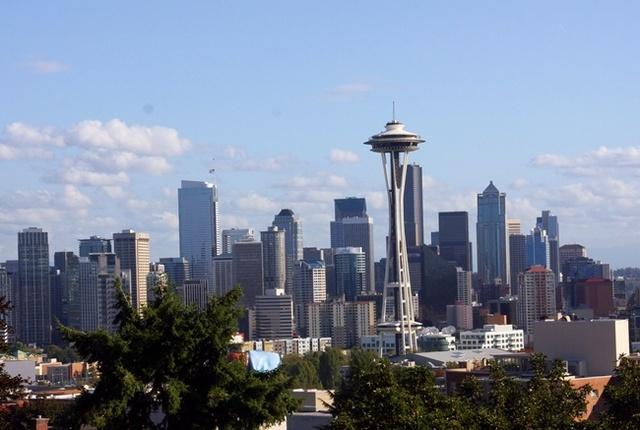 Seattle est devenu un port de départ des croisières vers l'Alaska qui était autrefois l'exclusivité de Vancouver. Cet été, 195 départs sont programmés par différentes compagnies de croisières.