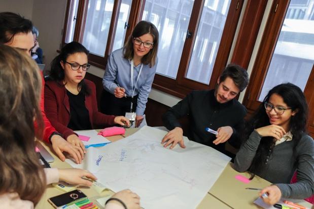 Cristina Vignali, au centre, avec un groupe de travail lors d'un séminaire organisé en novembre 2018 dans le cadre du projet FEAST - DR : USMB