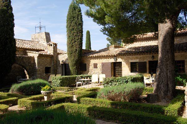 Garrigae resort s 39 offre l 39 abbaye de sainte croix pr s de for Abbaye de st croix salon