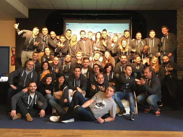 Christophe Fuss, directeur des opérations clubs Marmara et Lookéa, avec les élèves formés aux métiers de l'animation au centre partenaire, Klaxon Rouge. - DR TUI France