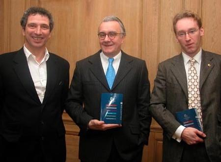 De gauche à droite: Xavier Labrousse, DG de Châteaux et Hôtels de France, Alain Ducasse, président, et son associé Laurent Plantier