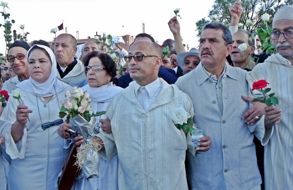 Les guides de Marrakech dans le défilé de protestation et d'hommage aux victimes de l'attentat de vendredi /photo R.H.