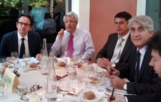 Lucien Salemi à la table du ministre du Tourisme