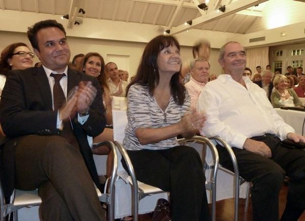 Jacqueline Farreyrol députée de la Réunion et présidente de Ile de la Réunion Tourisme (IRT) entourée par Didier Robert président du Conseil Régional et Georges Colson président du SNAV.
