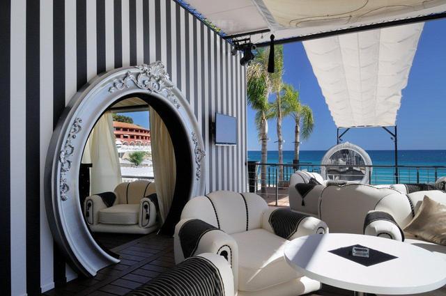 Monte Carlo : réouverture du Sealounge avec Jean Michel Laforgue aux ''platines''...