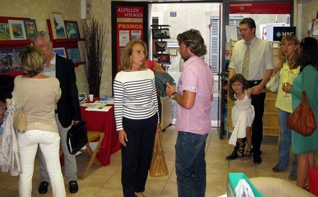 Danielle Million, Maire de Cassis, (au centre) lors du coktail d'Alpilles