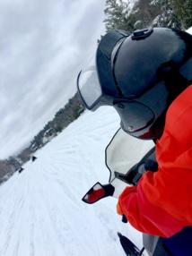 Le club offre la possibilité de faire de la motoneige sur un lac gelé © TourMaG