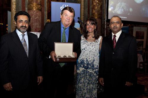 Michel-Yves Labbe, le patron fondateur de Directours, a reçu le trophée du meilleur vendeur de packages sur Oman - DR : B.F.