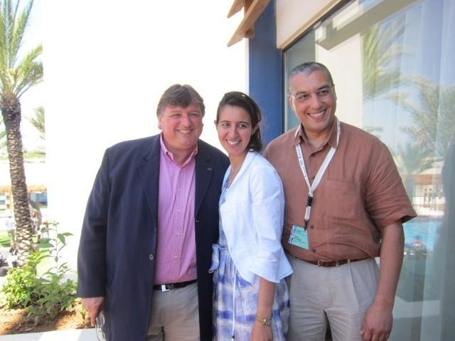 Le directeur du Sofitel, Daniel Karbownik, la directrice de l'OT marocain en France Salima Haddour et Yahia Elmekki de la compagnie Royal Air Maroc.