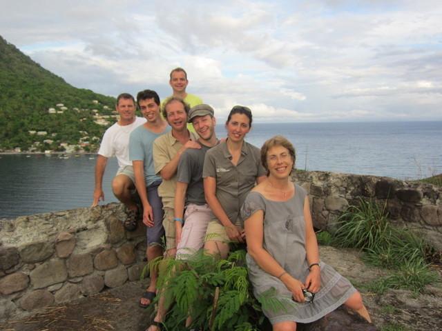 Les participants à l'éductour organisé par l'office du tourisme posent devant la baie de Scott Heads