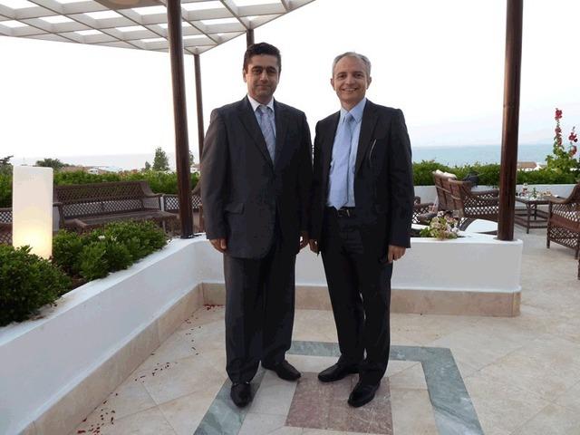 Alexandros Somaras (à gauche), directeur général de l'hôtel Aldemar Royal Mare de Crète et Vassilis Fragoulakis, directeur commercial du groupe Aldemar