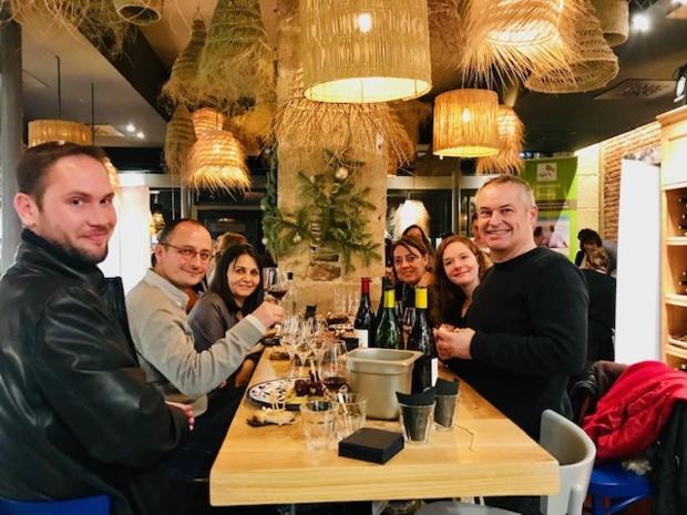 Entre le cocktail dînatoire et le tirage au sort, les participants pourront s'essayer à l'atelier d'œnologie - DR : Les Voyages Linea