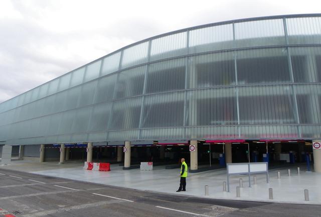 Le parc P6 de l'aéroport international Nice Côte d'Azur offre 2 600 places sur 3 niveaux dont 1 200 réservées au public face au Terminal 2 - DR