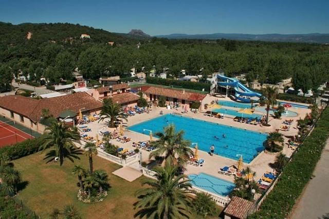 Le camping club s'étend sur 10 hectares et compte 451 emplacements à la location - DR