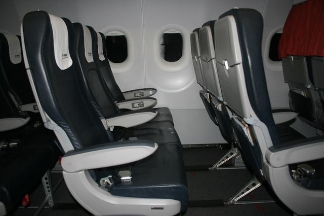Des sièges en cuir confortables qui nous tendent les bras pour rejoindre l'île de Chypre