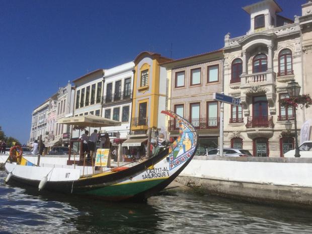 """Aveiro, ville de la région centre, est sillonnée de canaux sur lesquels voguent les """"moliceiros"""" - DR : J.-P.C."""