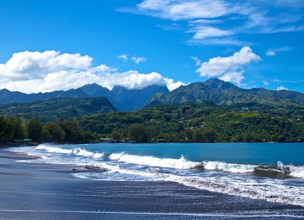 Je conseille de passer 2 ou 3 jours sur Tahiti pour récupérer du décalage horaire et pour prendre le temps de faire le tour de l'île. Tahiti est parfois un peu oubliée. Pourtant il y a énormément de choses à voir. - Photo Depositphotos.com Auteur deinos