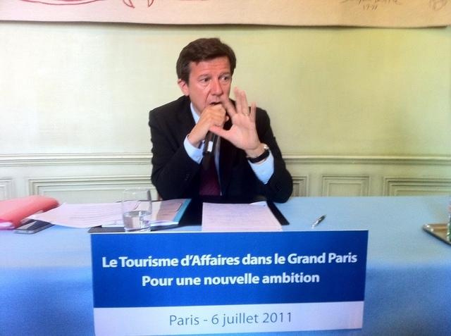 Gilles Pelisson a fait des propositions concrètes à effet immédiat. Malgré les efforts déjà constatés, l'accueil est bien sûr en tête de liste, en ville comme aux aéroports.