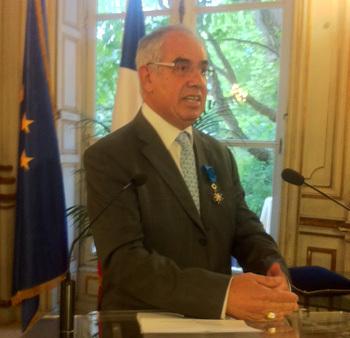 Jean-Louis Baroux, le fondateur d'APG, a reçu des mains du Secrétaire d'État aux Transports, Thierry Mariani, les insignes d'Officier dans l'Ordre du Mérite National