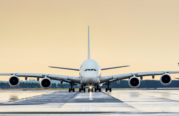 N'est-il pas étrange, pour ne pas dire obsolète, que des compagnies aériennes de droit privé soient encore et toujours dirigées par des gouvernements nationaux ? - Crédit photo : Air France