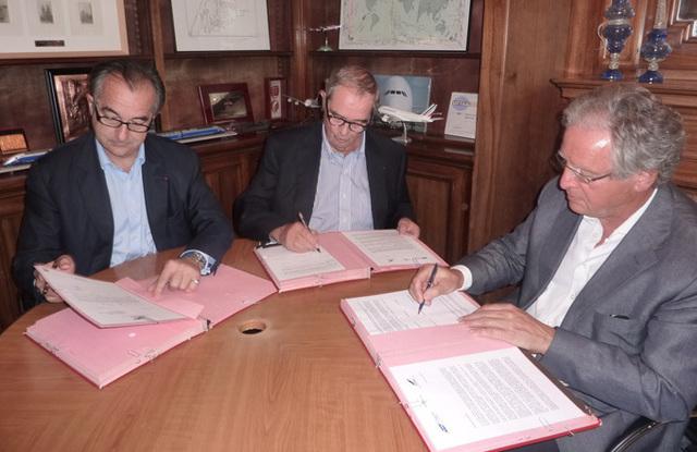 Lionel Guérin, Président de la FNAM, Georges Colson, Président du SNAV, René-Marc Chikli, Président du Ceto ont signé la charte de médiation le 18 juillet 2011 - DR