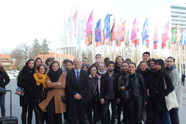 David Sprecher entouré des étudiants à l'ITB de Berlin - DR
