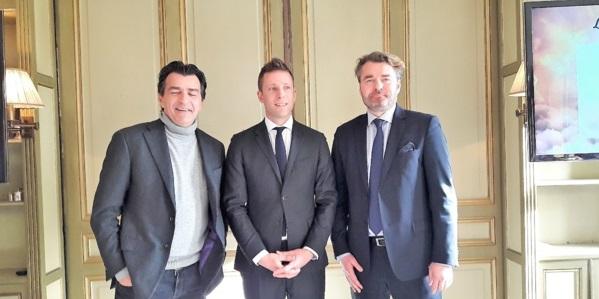 """Nicolas de Villiers entouré par deux nouveaux partenaires """"Restauration"""". Le chef étoilé Yannick Alléno (à gauche) et Gaétan de L'Hermite, PDG de Compass Group France - DR : M.S."""