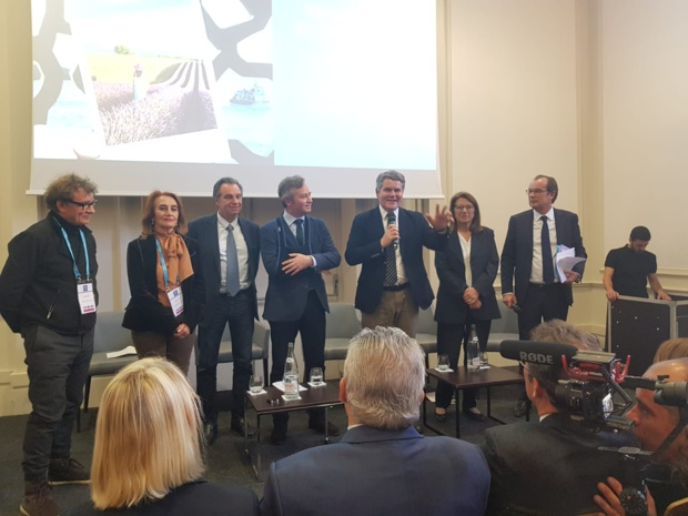 Franck Louvrier (au centre), conseiller régional en charge du tourisme et président du CRT des Pays de la Loire, avec Jean Blaise (à gauche), directeur du Voyage à Nantes, se félicite de la tenue du salon à Nantes en 2020 - DR : A.B.