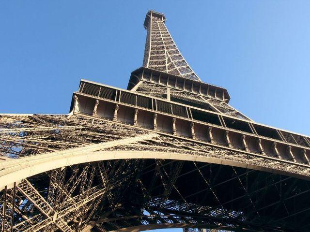 Le tourisme d'affaires qui remplit les hôtels parisiens en milieu de semaine tout au long de l'année, hors les mois de juillet et août, a représenté à lui seul 48 % des nuitées du 1er semestre 2011 - DR : photolibre.fr