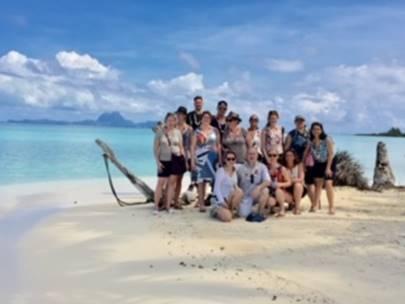 Toute l'équipe à la découverte de Taha'a - DR : Austral Lagons