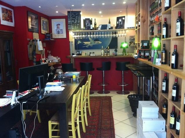Le magasin de Vin et l'agence de voyages de Pierre Creuzé, situé au centre ville de Bordeaux