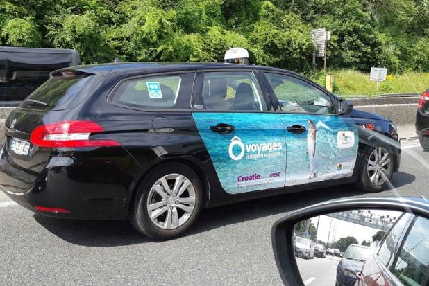 """Une campagne d'affichage sur les taxis complète le sponsoring de la série """"Un si grand soleil"""" sur France 2 - DR"""