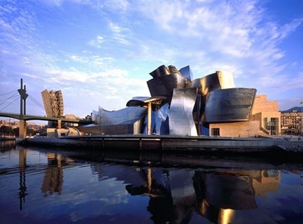 Un musée peut bouleverser le destin d'une ville jugée peu sexy : Bilbao et son Guggenheim sont devenus un cas d'école.
