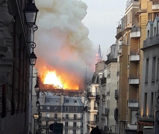 L'incendie s'est déclaré vers 18h50 lundi 15 avril 2019 - Photo TS