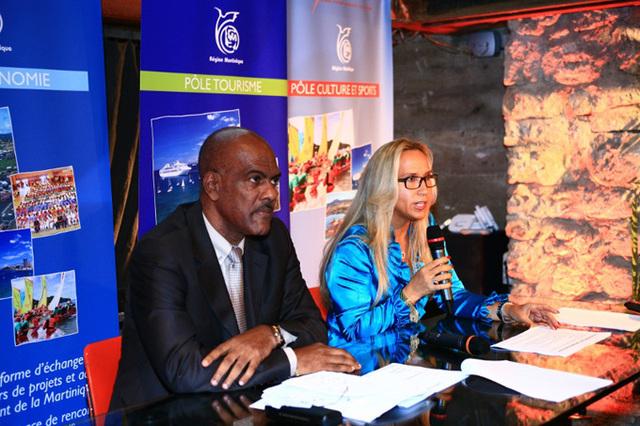Serge Letchimy, le président du conseil régional et Karine Roy-Camille, la présidente du comité martiniquais du tourisme ont inauguré lundi soir la nouvelle maison de la Martinique - DR : Yann Saint Yves