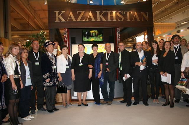 Les responsables politiques du Kazakhstan présents au sein de la délégation présente à l'IFTM Top resa, n'ont pas caché qu'ils espéraient que dans un proche avenir Air France opère un vol direct Paris/Astana - DR : J.Beveraggi