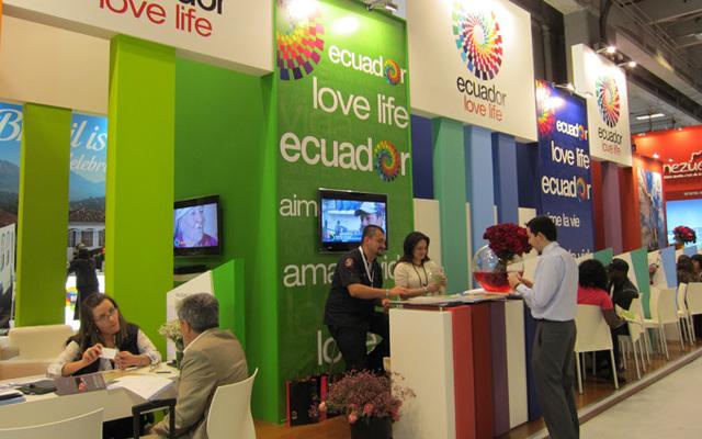 C'est la première fois depuis 2005 que l'Equateur participe à Top Résa, et il n'a pas fait les choses à moitié. Son stand très coloré de 100 m² attire un grand nombre de visiteurs. Car son patrimoine est encore mal connu des Français - DR : L-A Cholez