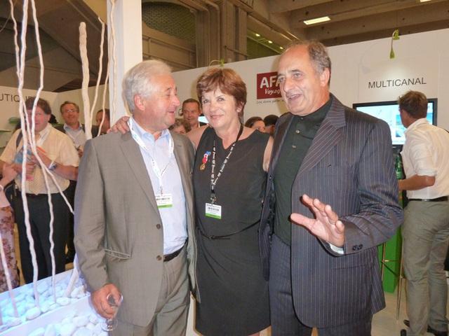 Marie-Josée Fauthoux entre François-Xavier de Boüard et Jean-Pierre Mas co-présidents du réseau AS Voyages.
