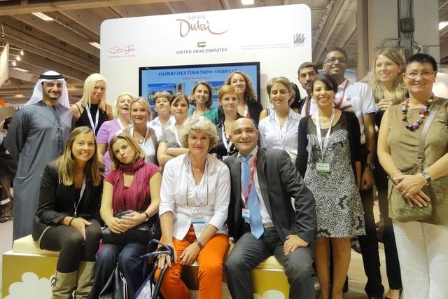 Les agents de voyages Beachcomber à la fin de leur formation sur le stand du Dubai-Departement of Tourism and Commerce Marketing