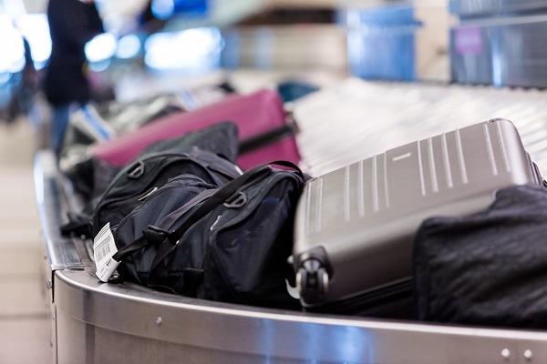 Etude : les revenus des frais de bagages ont doublé en 4 ans pour les compagnies aériennes - Crédit photo : Depositphotos @urban_light