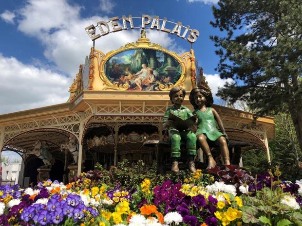 """Nigloland a lancé """"L'Eden Palais"""", en 2019. Une attraction qui met à l'honneur un carrousel en bois appartenant à la famille fondatrice du lieu depuis des générations et opère une remontée dans le temps - DR : Nigloland"""