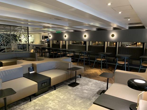 Des espaces de travail se situent aux deux niveaux et un accès Internet Wi-Fi gratuit est disponible dans tout le salon - DR : Star Alliance