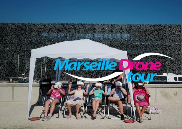 Le Marseille Drône Tour permet au touriste, installé dans un transat sur l'esplanade du J4, un masque sur les yeux, de survoler le Vieux-Port, le Palais du Pharo, le Mucem, etc. durant une dizaine de minutes - DR : Humans and Drones