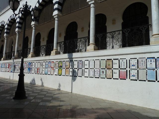 Panneaux des partis politiques. Dans certaines circonscriptions on en comptait plus de 100. Ici place de la Kasbah à Tunis. Photo DR M.S.
