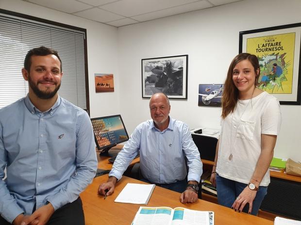 Bernard Deguilhem, président de LCPA (Passion Aventure Junior et Far Away Création Voyages), entouré de ses enfants, Julie et Guillaume, qui l'ont rejoint il y a quelques années dans l'entreprise familiale - DR : LCPA