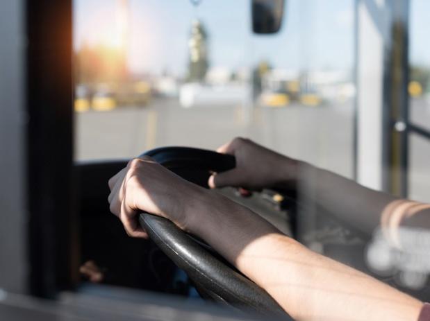 Il est souvent compliqué pour un conducteur de tourisme de troquer sa casquette pour faire du transport de point à point - DR : DepositPhotos, IgorVetushko