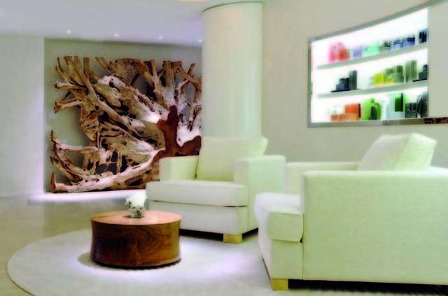Le Spa se développe sur 750 m2, en six salles intérieures dont deux réservées aux soins du visage et du corps - DR